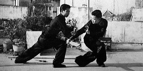"Rare Hung Ga Kyun videos of ""Double [Southern] Knives vs. Spear (Daan Dou Deui Cheung) from 2 different eras. First video comes from one of the old black & white Wong Fei Hung movies (1949!). Notice that it is performed with long knives/short sabres - indeed, Hung Kyun ""Double Knives"" were originally a bit bigger…"