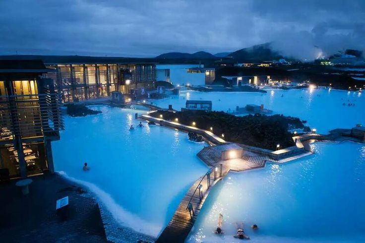 Blue Lagune in Iceland - One of the 25 wonders of the world. Can't die without trying this!