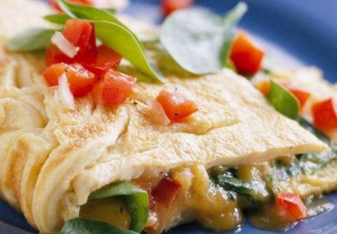 Szpinak, papryka, szczypiorek i jajko. Oto przepis na szybkie, zdrowe śniadanie.
