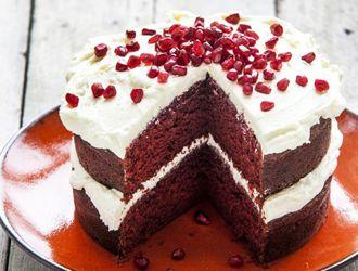 Een cake die mooi én heel lekker (lees: go-dde-lijk) is, is zonder twijfel de red velvet cake. Vandaag laten wij je zien hoe je 'm maakt!