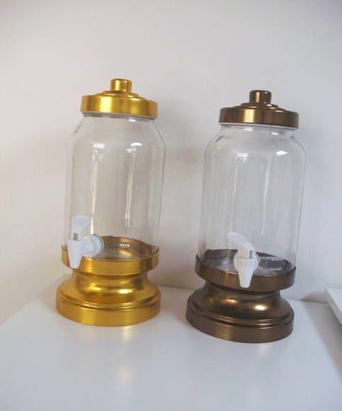 Reservatório para pinga com capacidade para 3 litros. As peças de alumínio são anodizadas nas cores bronze ou dourado. Própria para presente de casamento, aniversário, bodas de prata R$ 55,00