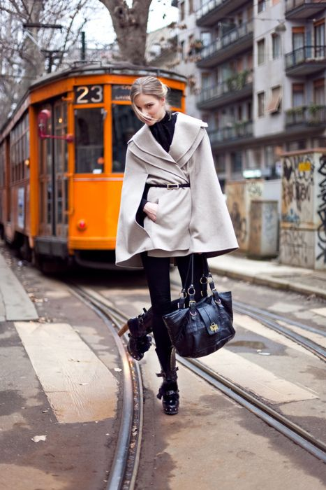for the photography. Fashion Weeks, Capes Coats, Chic, Style Inspiration, Street Style, Fall Fashion, Winter Coats, Capes Jackets