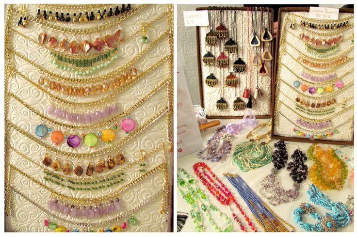 Esposizione delle collane al mercatino Dimilleidee - How to show necklaces and make them look best...creations from La Zarina delle Collane designs