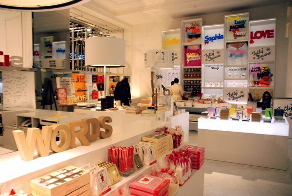 Идеи для книжного магазина: дизайн проект витрины в Лондоне
