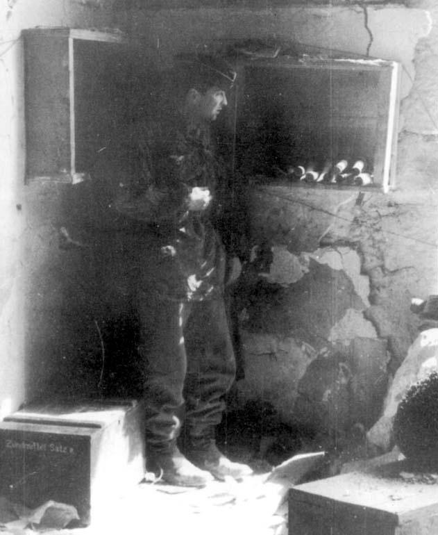 Hauptmann Rudolf Rennecke wearing his Feldmutze and smock. He was the Kommandeur of II./Fallschirmjäger-Regiment 3.