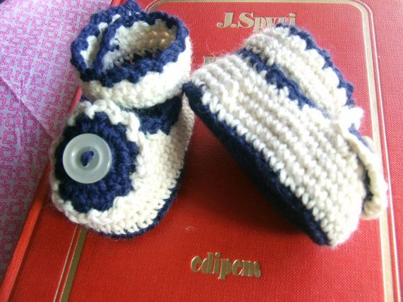 Crochet baby booties, soft wool (merino 50% acrylic 50%) suitable for baby's skin.  Item unique, original, hand made, to be realized in a short time, even for you to order, head suitable to embellish the baby's layette and / or to give away.  It is also possible to realize the shoes in cotton and / or according to the directions vs.  Handmade creation, any imperfections are due to manual processing.