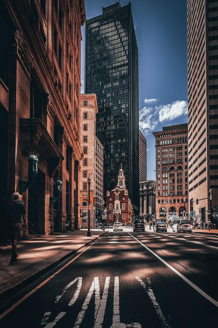 Experience the best of greater Boston's top attractions in one day on this guided sightseeing tour around the city.