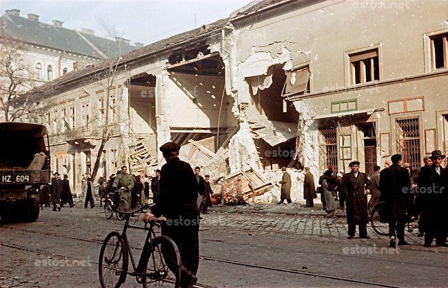 UNGARN, 11.1956.Budapest, VIII./IX. Bezirk.Ungarn-Aufstand / Hungarian uprising 23.10.-04.11.1956:.Zerschossenes Haus in der Üllöi út...Dest...