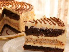 Шоколадный торт с ореховым безе