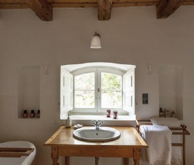 1st floor bedroom's bathroom - The Bat Barn Luxury Villa at Lake Balaton