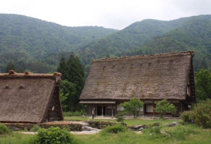 Gokayama A vormige huizen met rieten dak. Unesco werelderfgoed.
