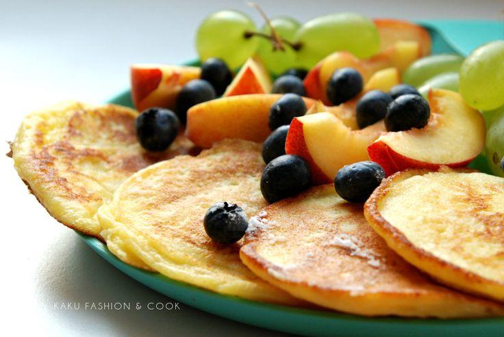 Zdrowe śniadanie / Placki z ricottą i owocami / Ricotta cheese pancakes with fruits