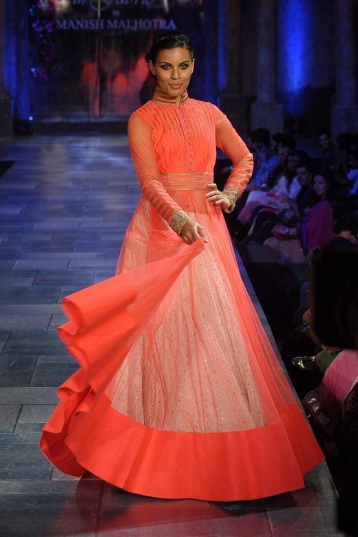 Beautiful lehenga! #lehenga #choli #indian #hp #shaadi #bridal #fashion #style #desi #designer #blouse #wedding #gorgeous #beautiful