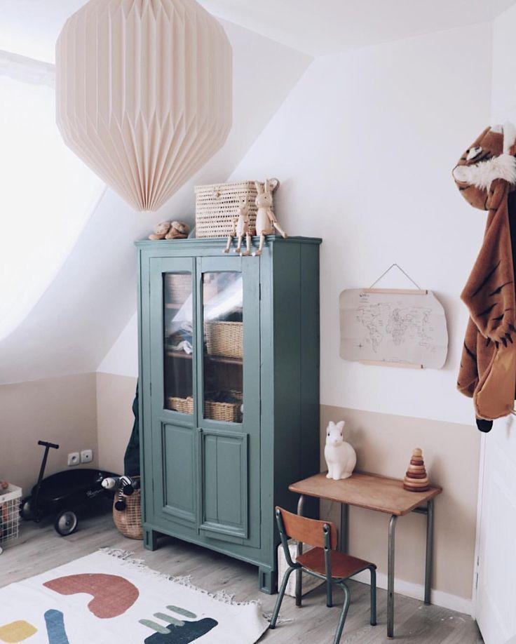 Et Si On Recyclait Un Ancien Vaisselier Pour La Déco De Chambre Du0027enfant ?