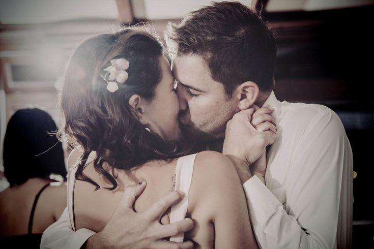 esküvő fotózás,legjobb esküvő fotós,legjobb esküvői fotók,kreatív fotók,egyedi fotók,stílusos fotók #kiss #wedding #csók