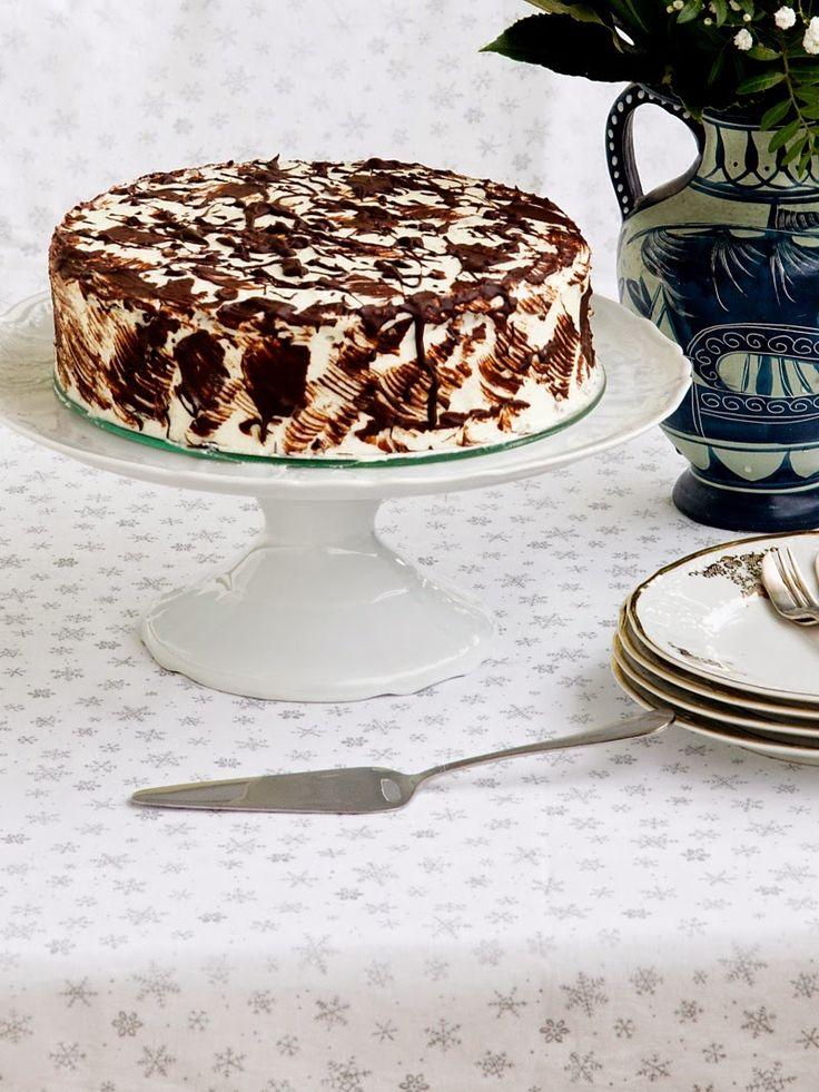 Víte, jak těžké to má muž nadšené amatérské cukrářky? Zeptejte se toho mého:o) Manžel se mi ke každým narozeninám snaží upéct dort a obvykle to dopadá velmi dobře (ve zdobení je snad i lepší než já).