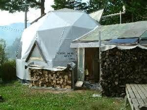 1000 images about geodesic dome awning cover on pinterest shelters dome homes and tanzania - Casas de madera y mas com ...