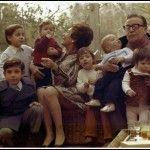 1973 El Presidente Salvador Allende junto a su esposa y nietos.