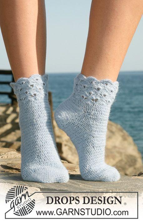 Chaussettes DROPS au crochet avec point déventails sur la jambe, en Alpaca. Du 35 au 43. ~ DROPS Design