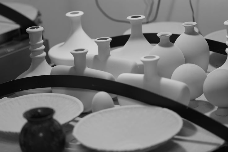 Bottles waiting on the kin to dry. Some of the pots can be dry on the kiln during firing. I am doing it because I want to have pots that are well dried before bisque firing.  #sztukkilka #glaze #crystalline #ceramic #pottery #stoneware #porcelain #crystals #bottle #handmade #kiln #bisquite #studio #wheelthrowing
