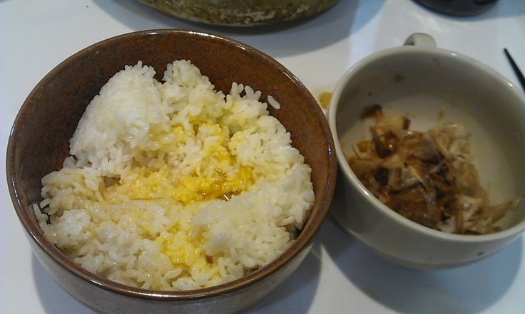 不味そう飯: 卵掛けご飯とかつおぶしにソバツユをかけたもの。猫なら大喜びである。