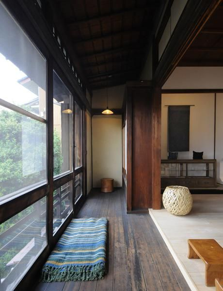 I love the idea of having an engawa - the room between indoors and out. This one is lovely.