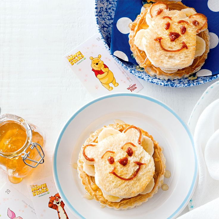Put a smile on your dial and on your toast with these Winnie the Pooh Honey & Banana Faces! #WinnieThePooh #Honey #Banana #CookingWithKids #Disney