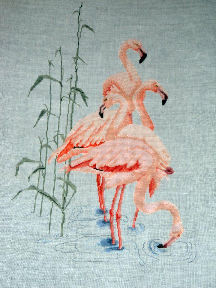 Flamencos bordados en lino (Scarlett's Creaciones)