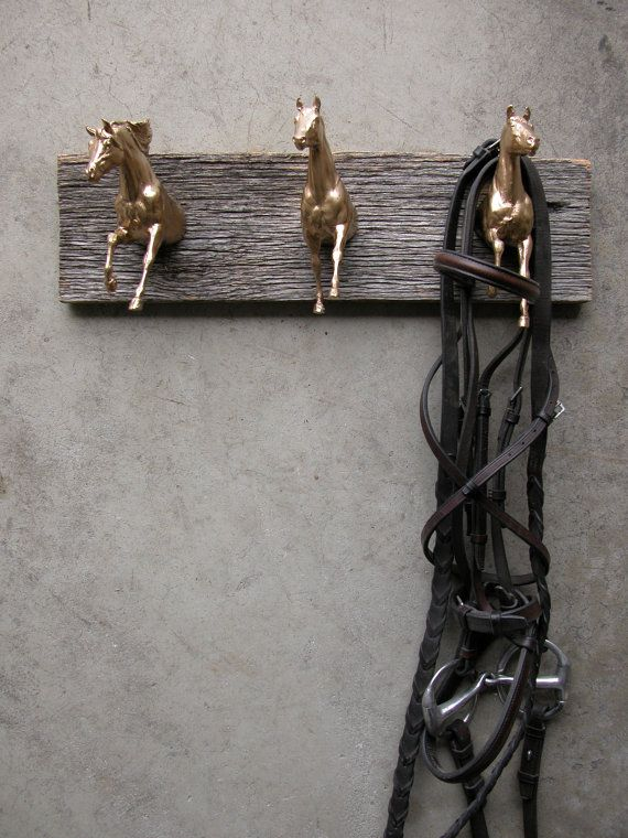EQUINE COLLECTION three horses clothing / bridle rack in metallic gold