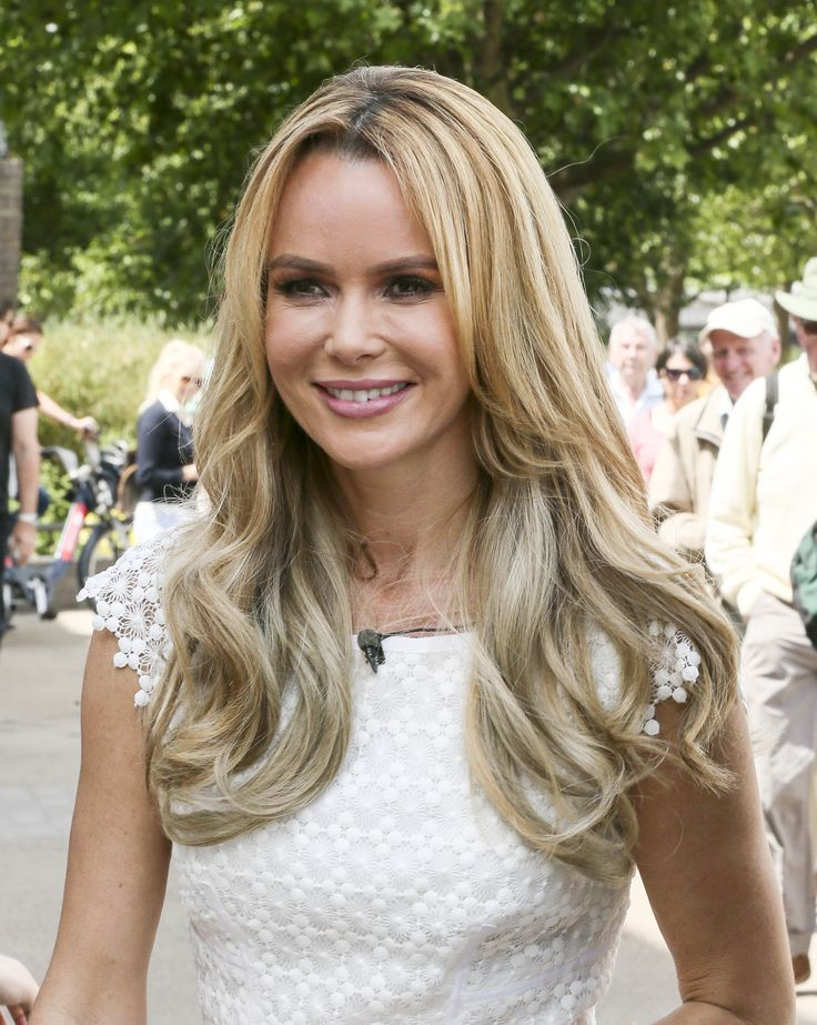 Amanda Holden – Filming for 'This Morning' outside The London Studios 24.06.15