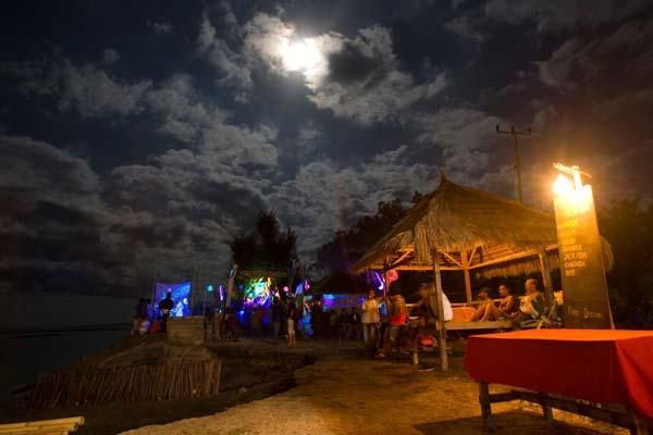 Gili Air Bar in the night view.. Good places to get some foods and drinks.