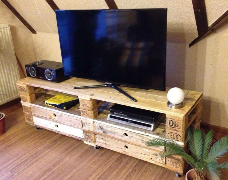 Sideboard tv regal aus aufbereiteten europaletten mit for Palettenmobel regal