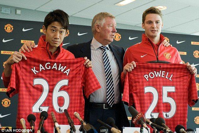 Säsongens första nyförvärv. New boys: Sir Alex Ferguson with signings Shinji Kagawa and Nick Powell
