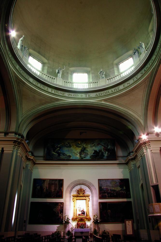 En el  interior de la Iglesia de San Mauro y San Francio se pueden admirar algunos lienzos del pintor alcoyano Francisco Laporta. En unas dependencias anejas existe un Museo Parroquial en el que se exhiben diferentes objetos e imágenes de arte religioso. #Alcoy #Alcoi #Iglesias