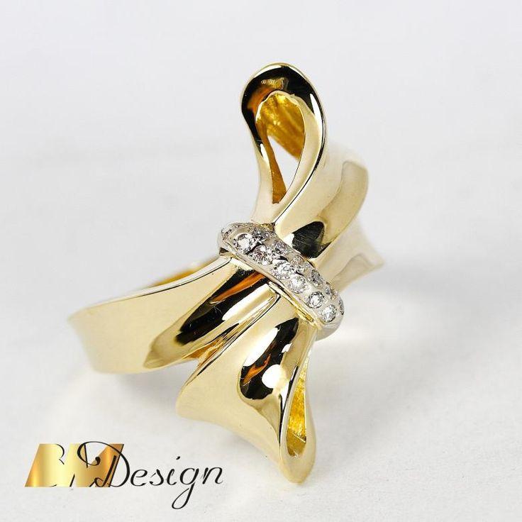 Złota kokarda z diamentami. Okazały, niepowtarzalny pierścionek w kształcie kokardy. Projekt i wykonanie BM Design.