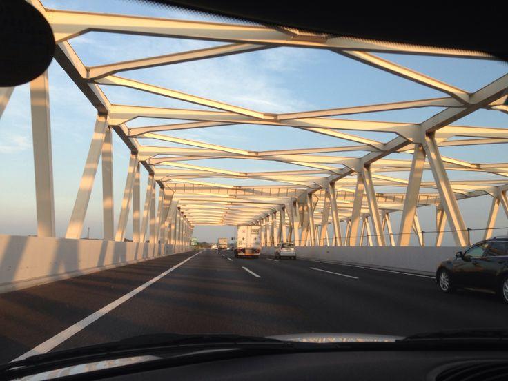 群馬から埼玉へ利根川を渡る。 東北自動車道、次は館林IC