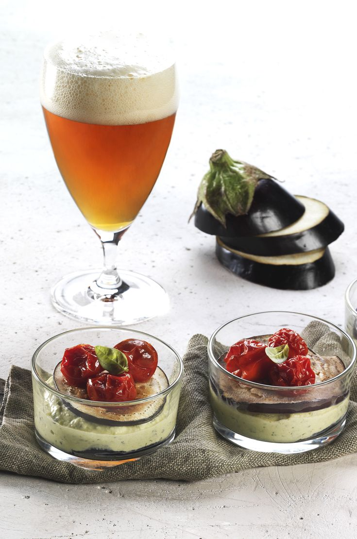 Parmigiana leggera. Speziata e luppolata, la Pale Ale è ideale per accompagnare la versione light di un classico e gustosissimo piatto della tradizione. #birraiotadoro #abbinamenti #veggie