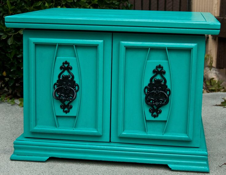 Love this color. Use for chalkboard project!