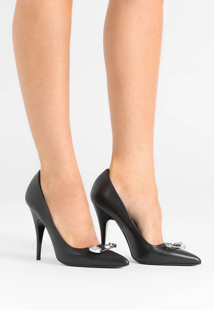 Versus Versace. Zapatos altos - black. Suela:piel auténtica. Forma del tacón:de aguja. Plantilla:cuero. Puntera:afilada. Estampado:unicolor. Material interior:piel. Grosor del relleno:relleno contra el frío. Altura del tacón:11 cm (tall...