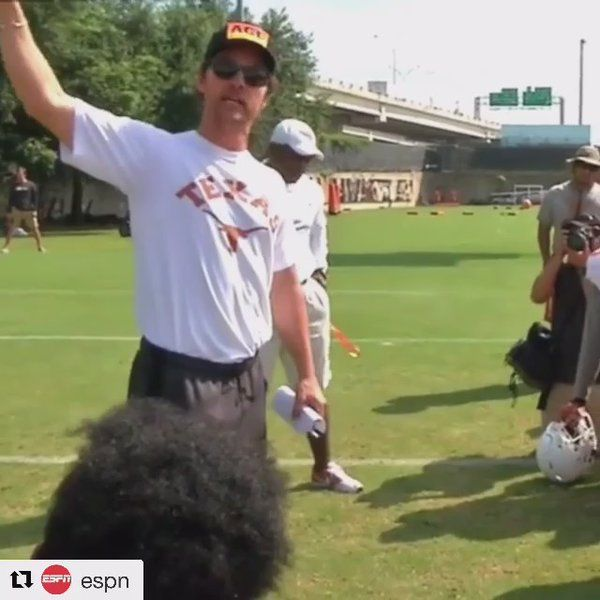 Mathew McConaughey addressing the University of Texas football team before they upset Notre Dame in double overtime https://twitter.com/DCheverere/status/772882825078943744 Love #sport follow #sports on @cutephonecases