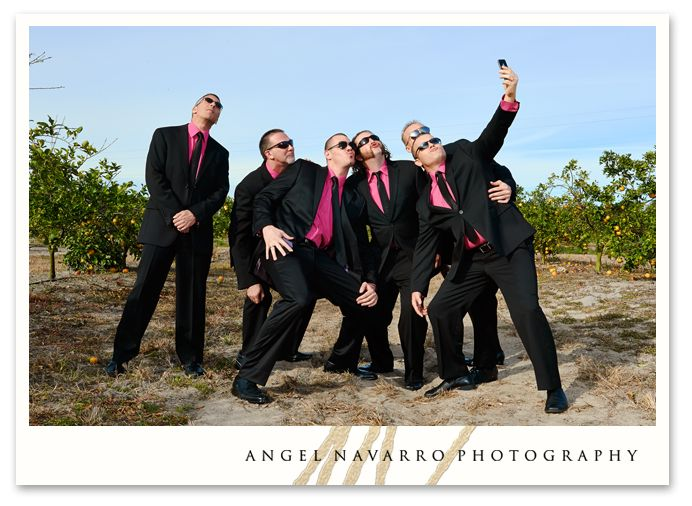Funny groomsmen pose | Photography - 67.9KB