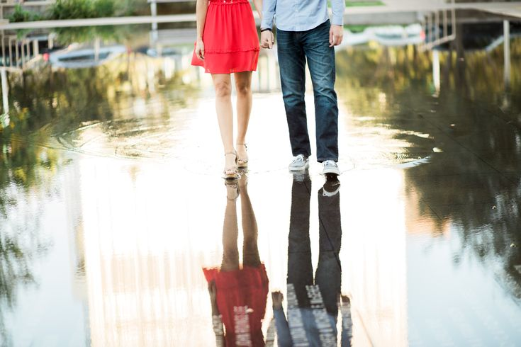 Reflection Engagement. Downtown Dallas Engagement Photos. Dallas photographer. Cute engagement pose.