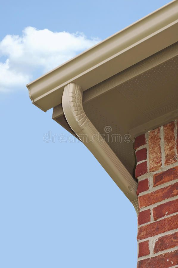 Gutter And Downspout Edge Of Roof Line With Guttering And Downspout Aff Edge Downspout Gutter Guttering Li Roof Lines Outdoor Stock Photos