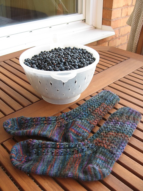 Ravelry: Leslie's Double Eyelet pattern by Leslie Taylor-uses Mountain Colors Weavers Wool