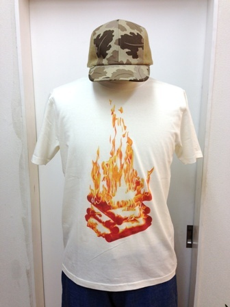 devadurga(デヴァドゥルガ) CAMPFIRE Tシャツ(ホワイト) - TORTUGA|devadurga,SANTASTIC!,MURAL,MACKDADDY等の人気ブランド正規取扱・通販