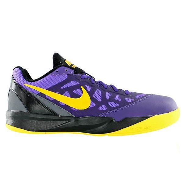 Sepatu basket Nike Zoom Attero II 622048-502 memiliki teknologi Zoom pada midsole dan outsole sebagai support traksi dan ketika melakukan loncatan. Sepatu dengan harga Rp 799.000.
