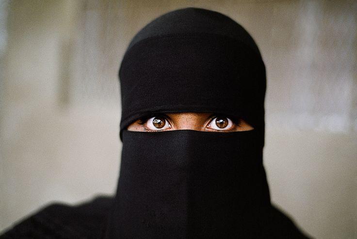 Woman in Black    YEMEN-10004NF