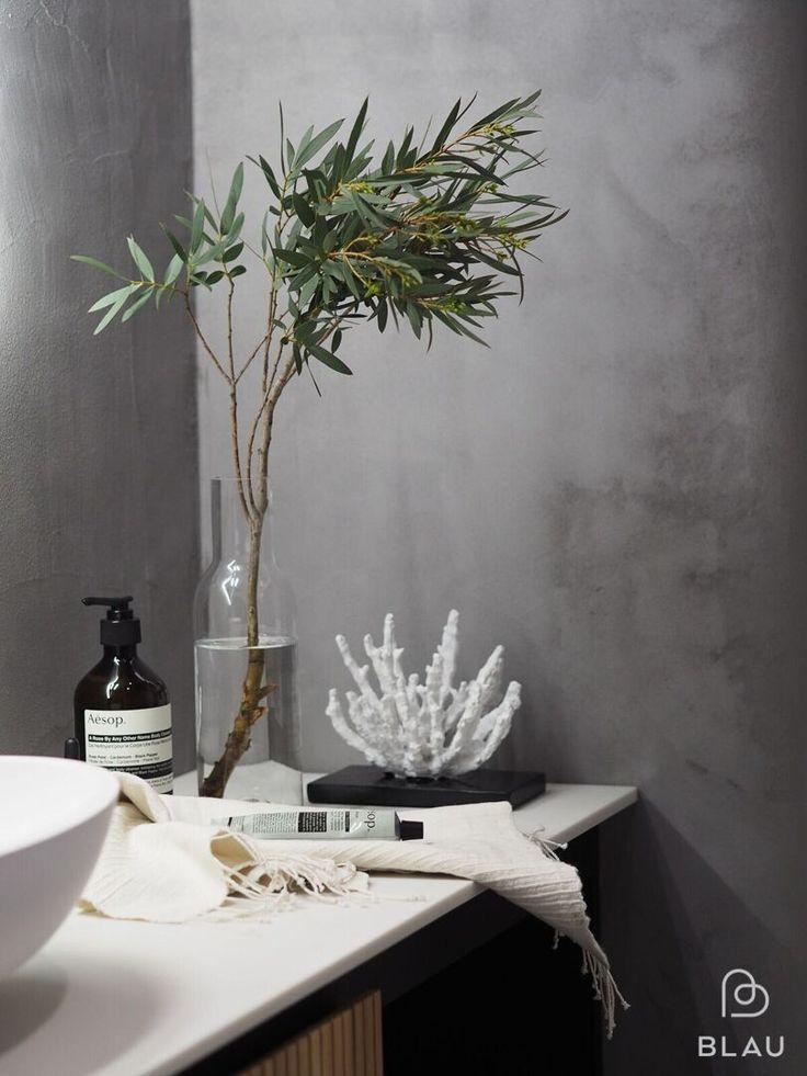 Tässä Blaun Kylpyhuoneessa on moderni, rouhea ja kodikas tunnelma!  Seuraa meitä myös instagramissa @blauinterior  Stailaus: Peeta Peltola Kuvaus: Minttu Storgårds