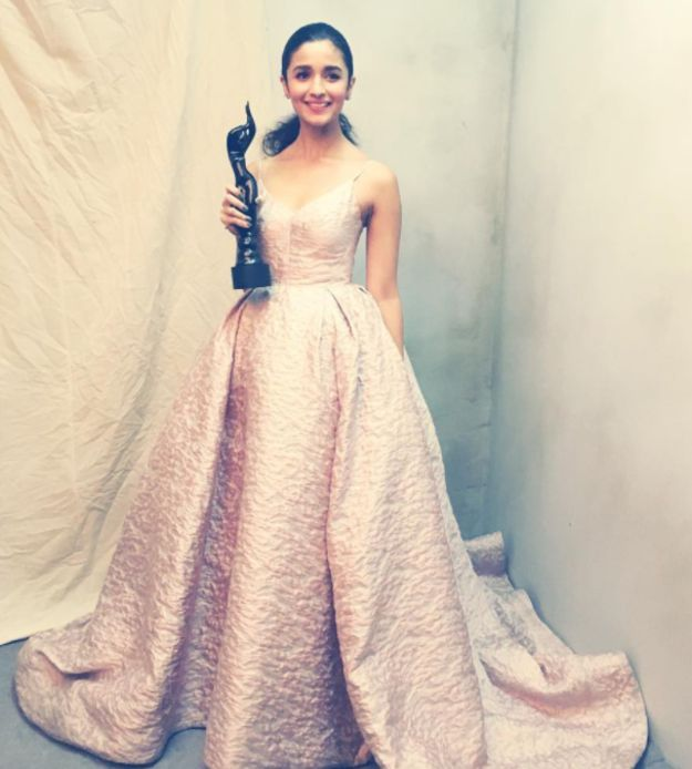 Alia Bhatt   39 Of The Best-Dressed Celebrities At The 2017 Filmfare Awards