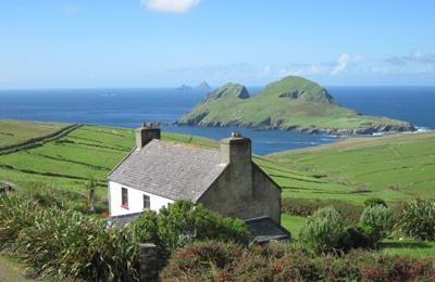 Jack's Cottage, in dem Corrigan wohnt, stelle ich mir so ähnlich vor. (Dan's House - Ferienhaus Irland am Meer. Foto via http://www.ferienhaus-irland.de/Haeuser/Dans/Dan.html)